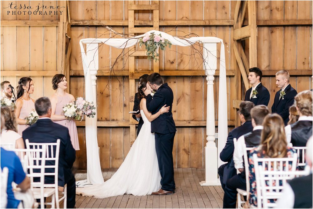 the-cottage-farmhouse-wedding-glencoe-minnesota-barn-2200.jpg