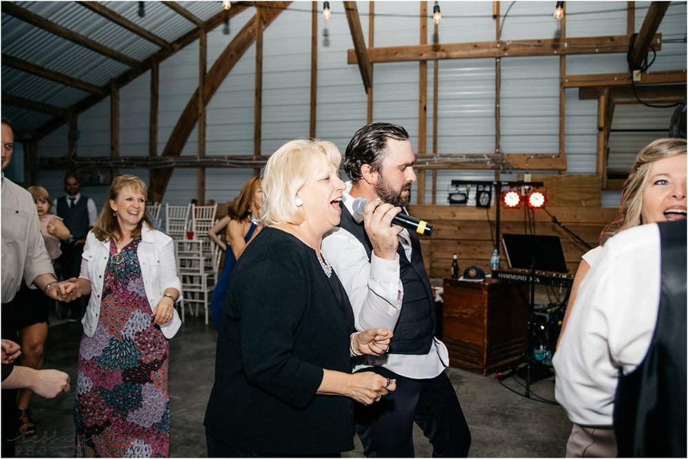 the-cottage-farmhouse-wedding-glencoe-minnesota-barn-3131.jpg