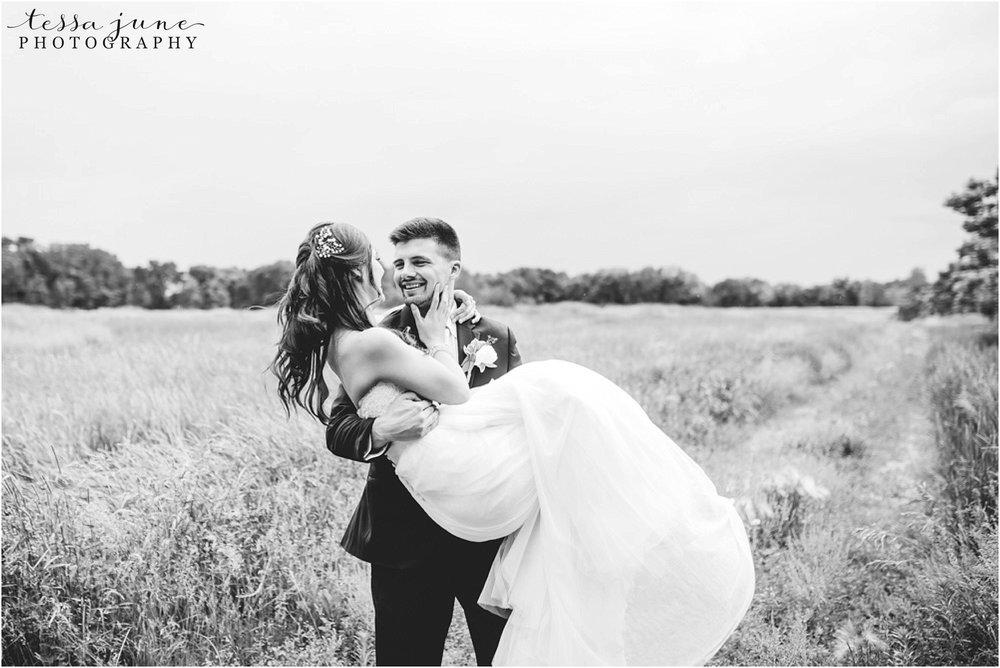 the-cottage-farmhouse-wedding-glencoe-minnesota-barn-2427.jpg