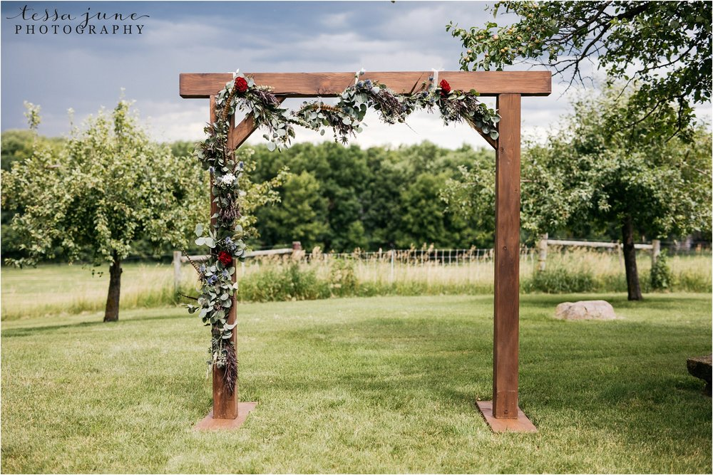 st-cloud-minnesota-wedding-photographer-outdoor-wedding-with-farm-tables-and-gorgeous-floral-from-artemisia-studios-9.jpg