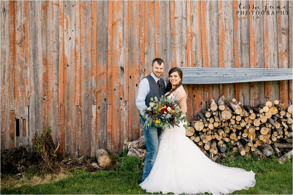 st-cloud-minnesota-wedding-photographer-outdoor-wedding-with-farm-tables-and-gorgeous-floral-from-artemisia-studios-15.jpg