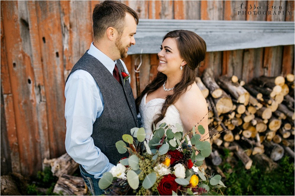 st-cloud-minnesota-wedding-photographer-outdoor-wedding-with-farm-tables-and-gorgeous-floral-from-artemisia-studios-16.jpg