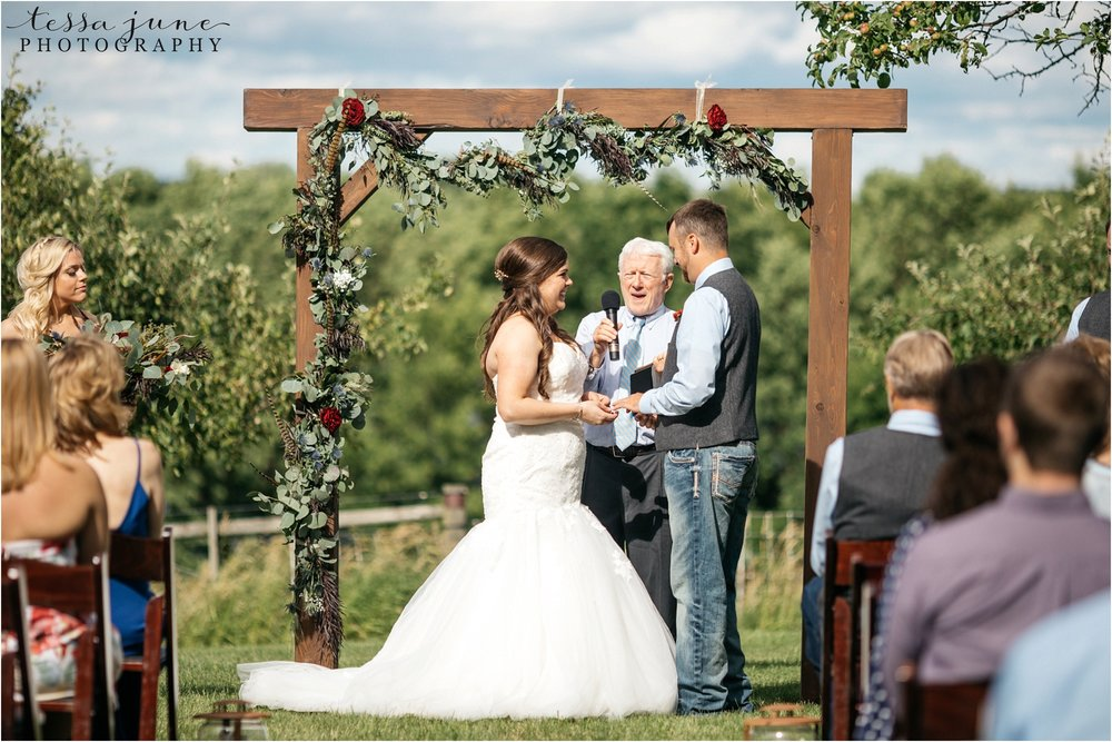 st-cloud-minnesota-wedding-photographer-outdoor-wedding-with-farm-tables-and-gorgeous-floral-from-artemisia-studios-30.jpg