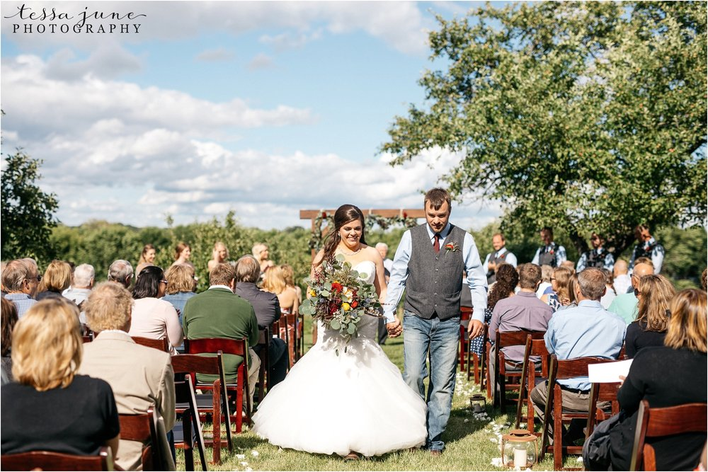 st-cloud-minnesota-wedding-photographer-outdoor-wedding-with-farm-tables-and-gorgeous-floral-from-artemisia-studios-31.jpg