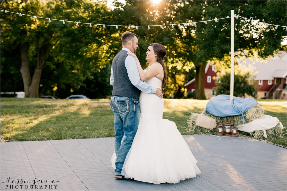st-cloud-minnesota-wedding-photographer-outdoor-wedding-with-farm-tables-and-gorgeous-floral-from-artemisia-studios-37.jpg