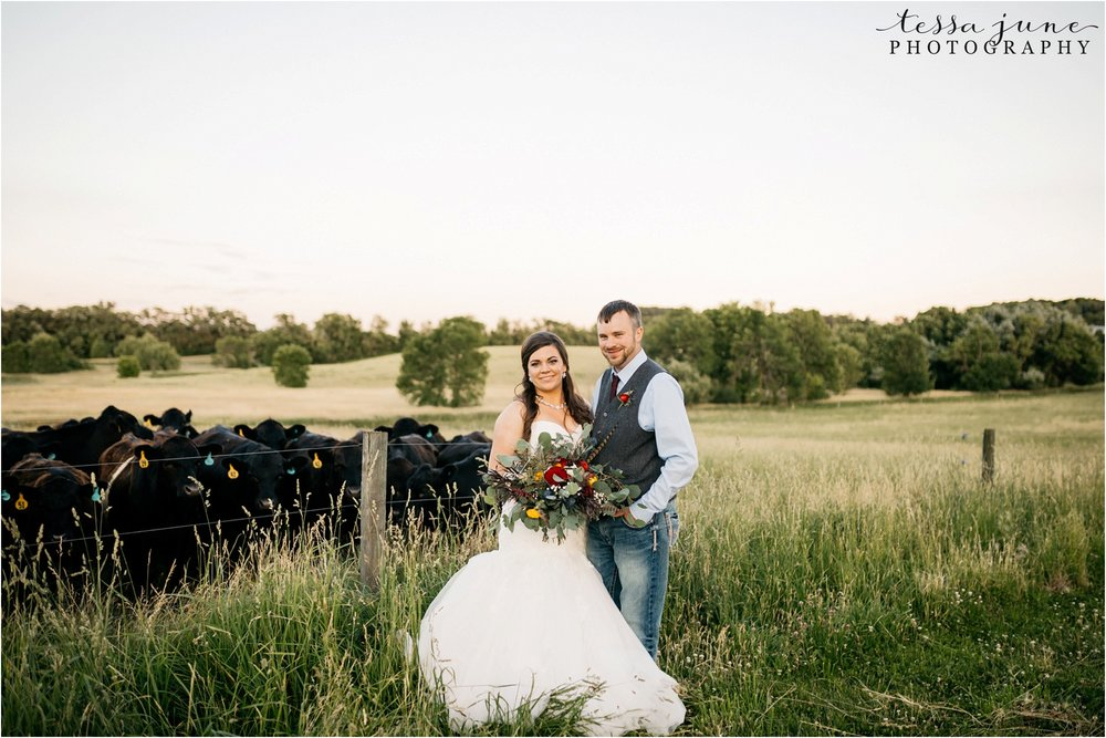 st-cloud-minnesota-wedding-photographer-outdoor-wedding-with-farm-tables-and-gorgeous-floral-from-artemisia-studios-43.jpg