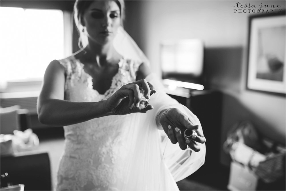 lakeside-ballroom-wedding-in-alexandria-minnesota-tessa-june-photography-9.jpg