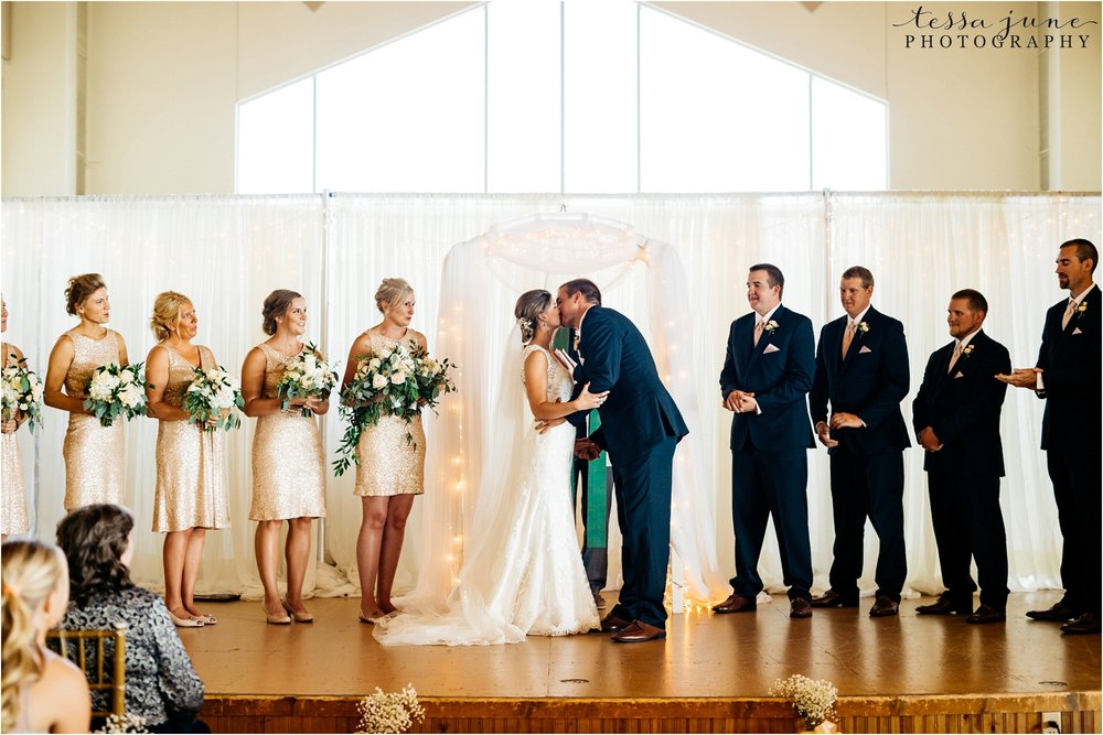 lakeside-ballroom-wedding-in-alexandria-minnesota-tessa-june-photography-55.jpg