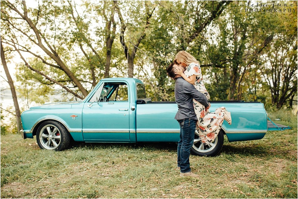 st-cloud-wedding-photographer-with-vintage-truck
