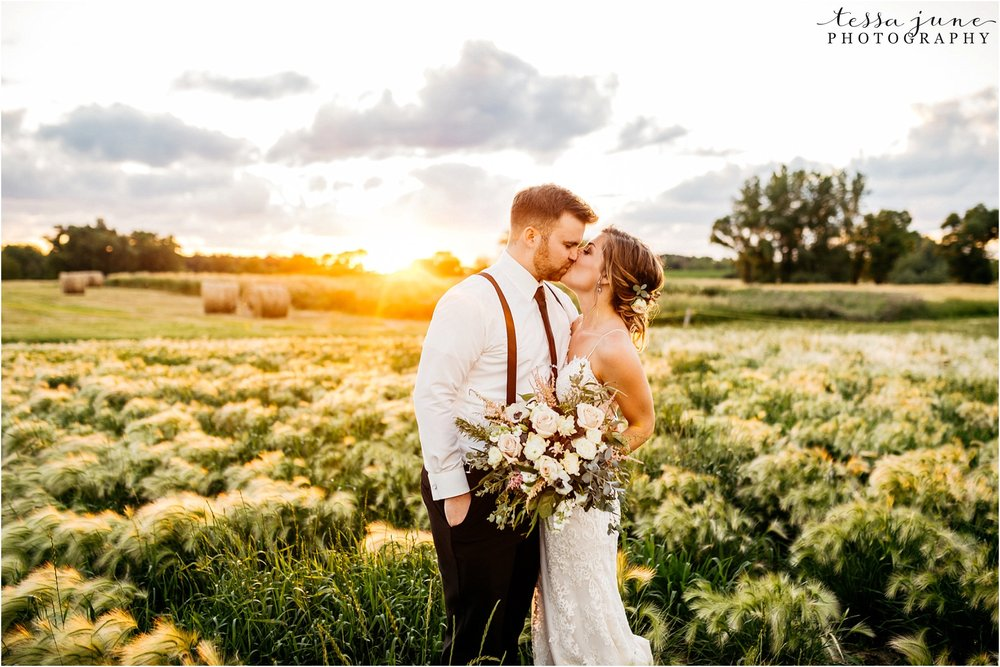 the-cottage-farmhouse-sunset-photos-wedding-minnesota