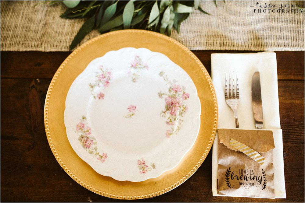 the-cottage-farmhouse-plate-table-decor-vintage-reception