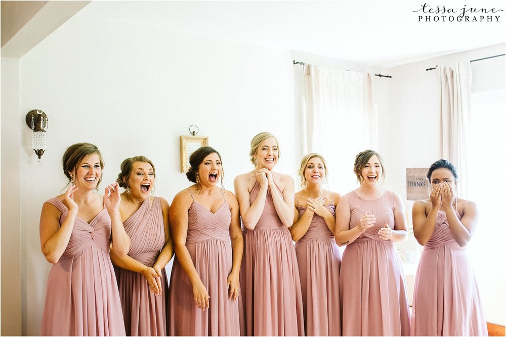 the-cottage-farmhouse-bridesmaid-first-look