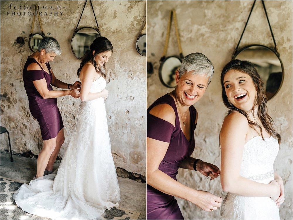 birch-hill-barn-october-wedding-wisconsin-bridal-suite