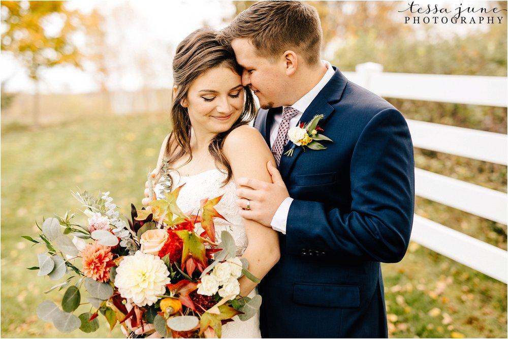 birch-hill-barn-october-wedding-wisconsin-fall-leaves-bouquet