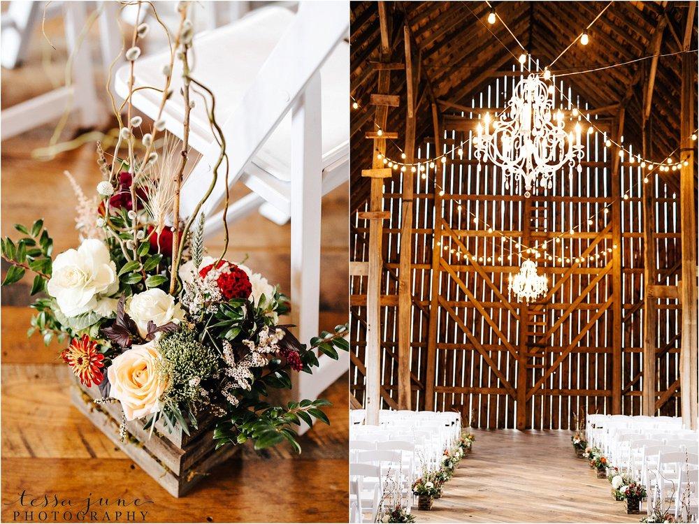 birch-hill-barn-october-wedding-wisconsin-ceremony-decor