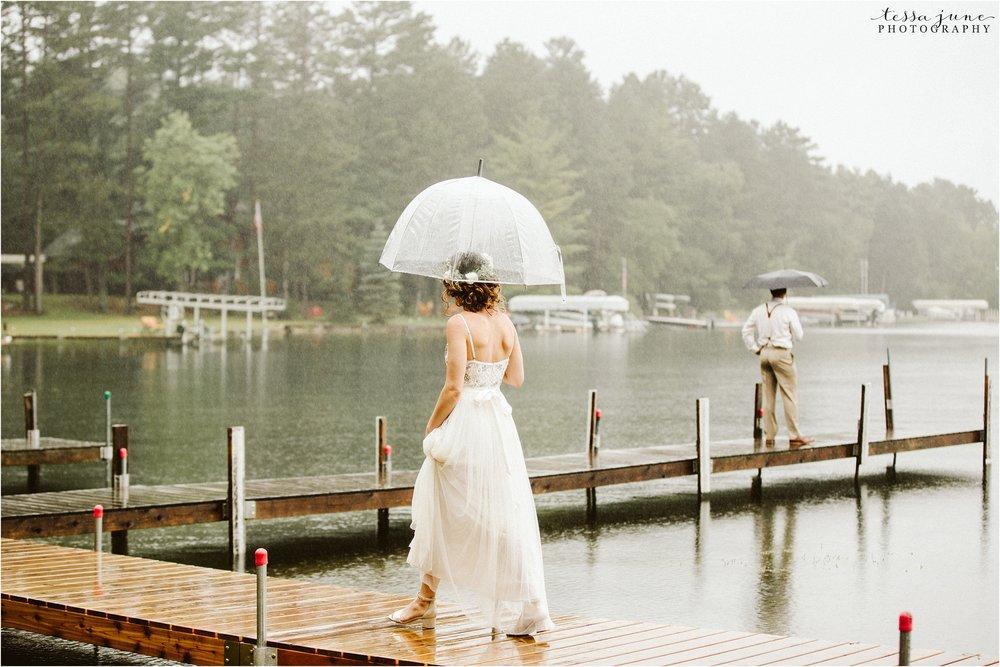 brainerd-minnesota-destination-wedding-boho-floral-raining-umbrella-st-cloud-photographer-first-look