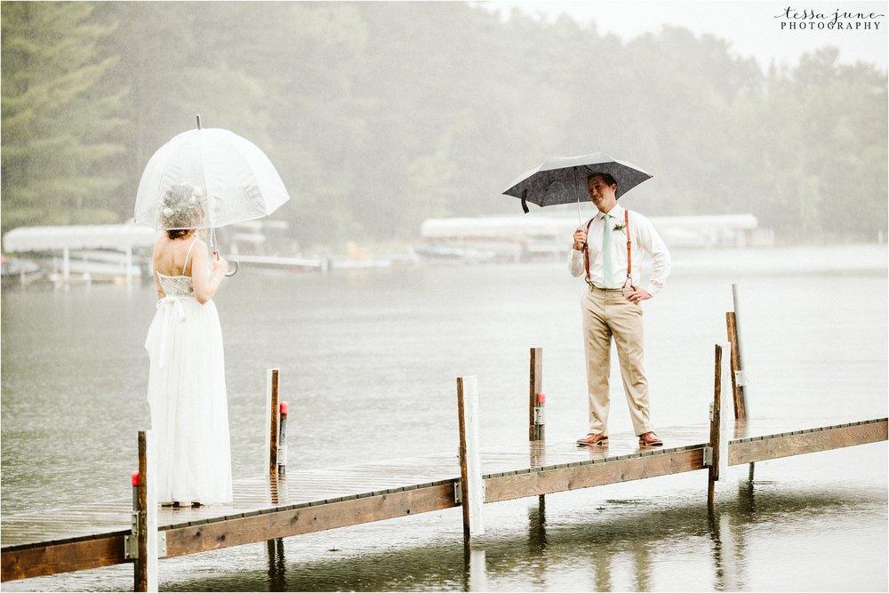 brainerd-minnesota-destination-wedding-boho-floral-raining-umbrella-st-cloud-photographer