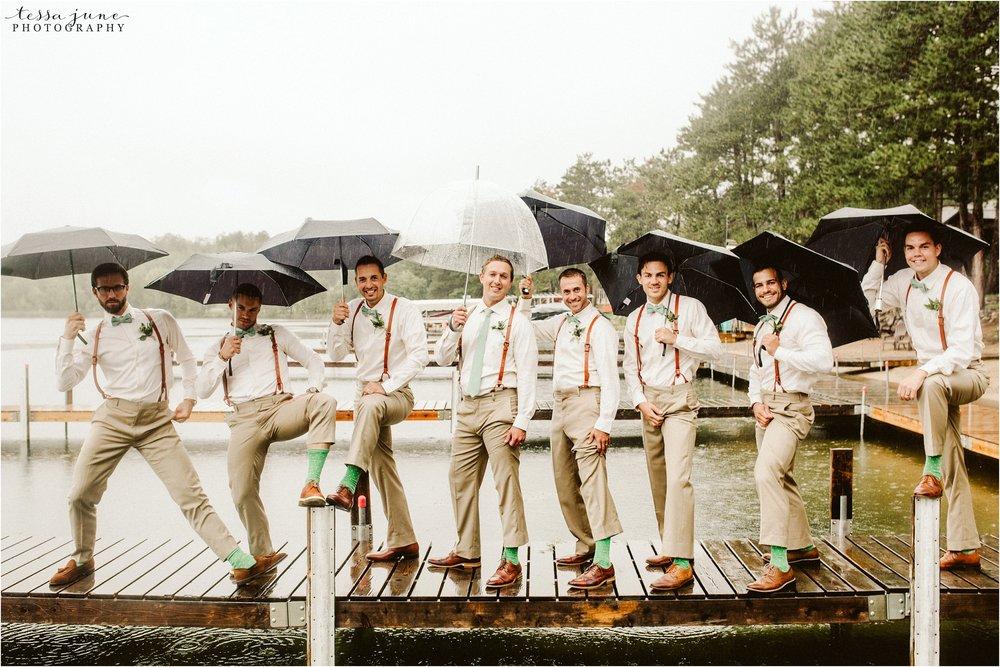brainerd-minnesota-destination-wedding-boho-floral-raining-umbrella-st-cloud-photographer-groomsmen