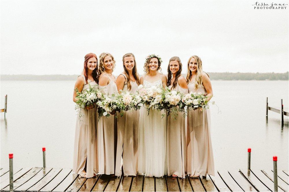 brainerd-minnesota-destination-wedding-boho-floral-raining-umbrella-st-cloud-photographer-bridesmaids