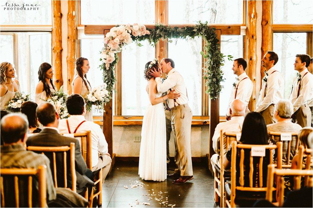 brainerd-minnesota-destination-wedding-boho-floral-raining-umbrella-st-cloud-photographer-ceremony