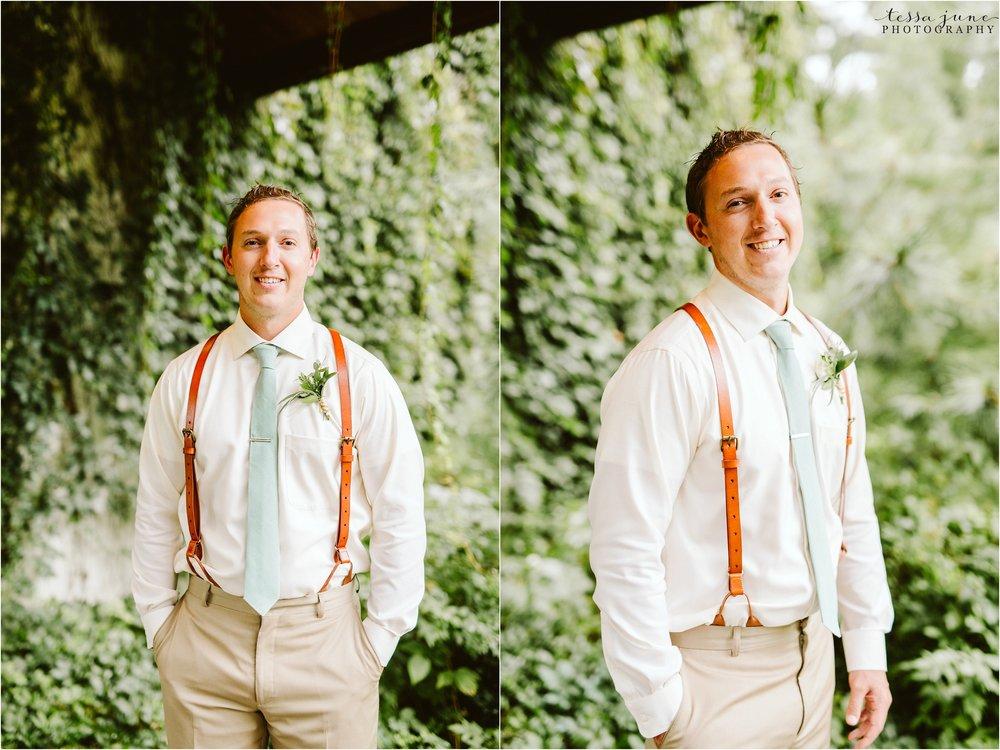 brainerd-minnesota-destination-wedding-boho-floral-raining-umbrella-st-cloud-photographer-groom