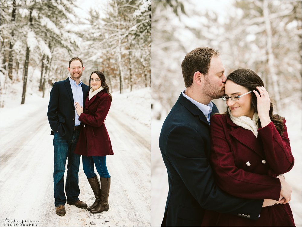 taylors-falls-winter-engagement-session-st-cloud-photographer-1.jpg