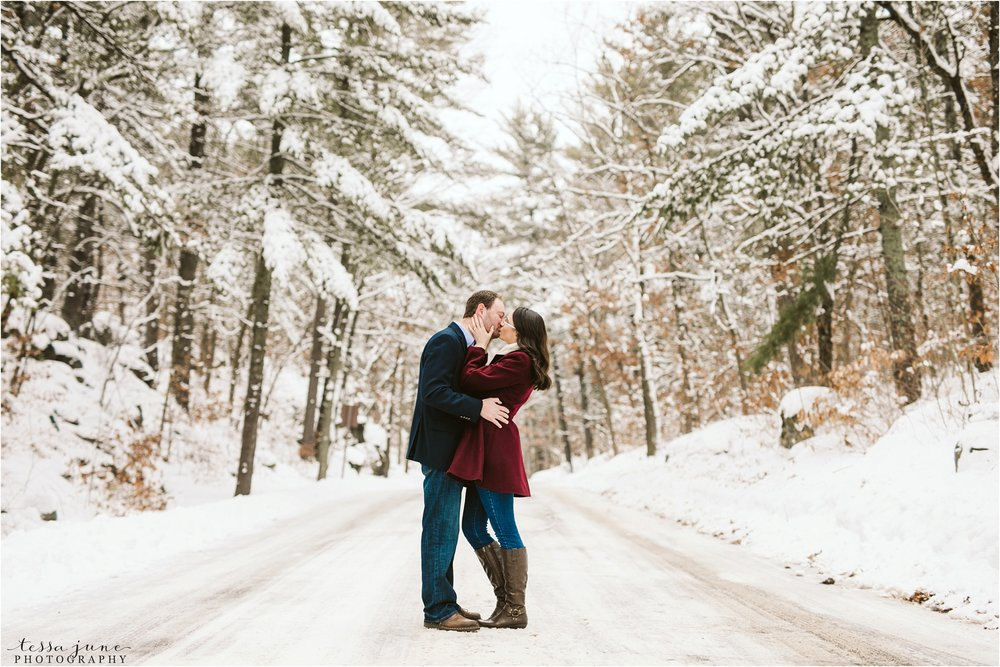 taylors-falls-winter-engagement-session-st-cloud-photographer-3.jpg