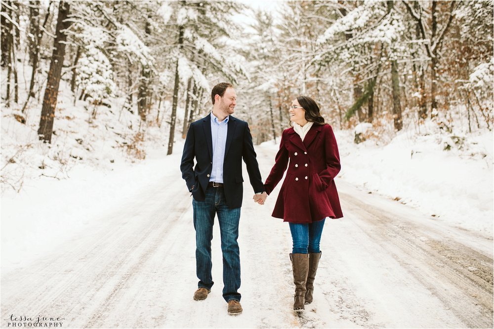 taylors-falls-winter-engagement-session-st-cloud-photographer-8.jpg