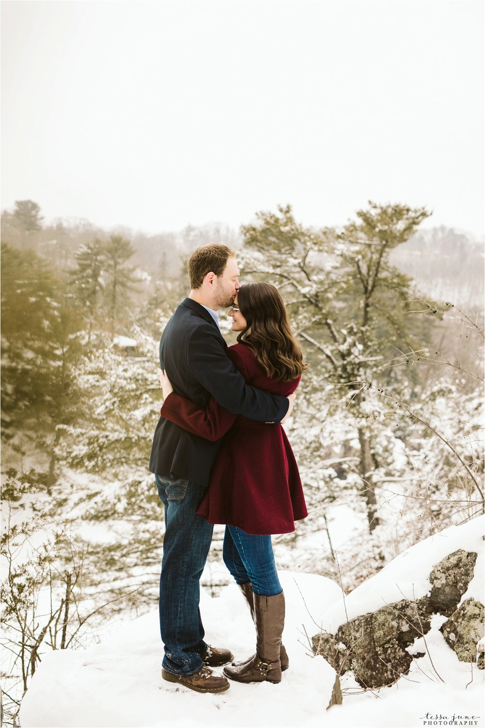 taylors-falls-winter-engagement-session-st-cloud-photographer-21.jpg
