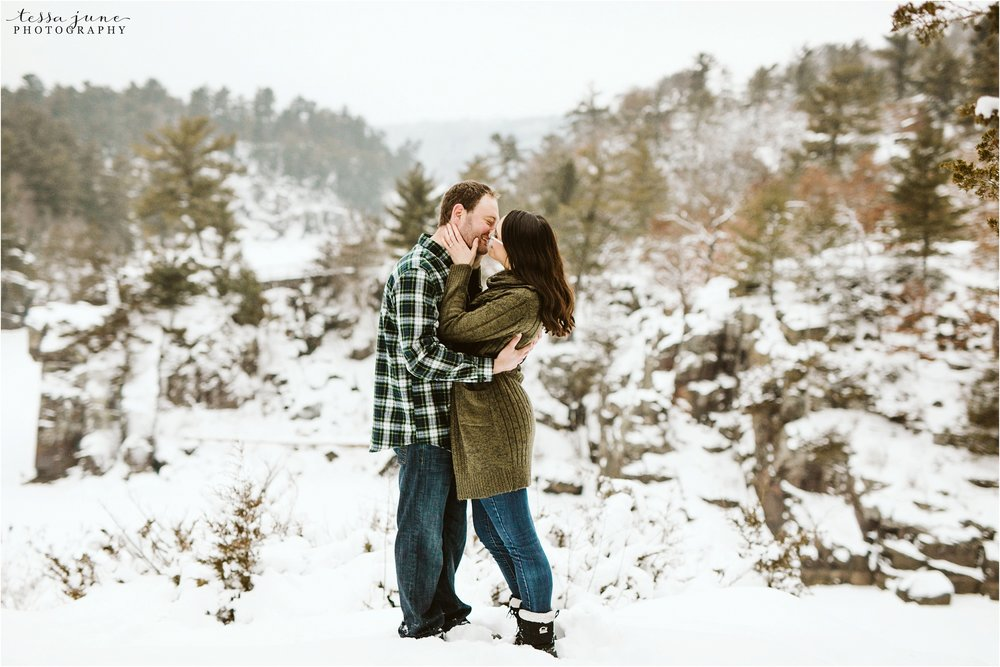 taylors-falls-winter-engagement-session-st-cloud-photographer-31.jpg