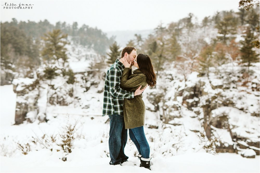 taylors-falls-winter-engagement-session-st-cloud-photographer-32.jpg