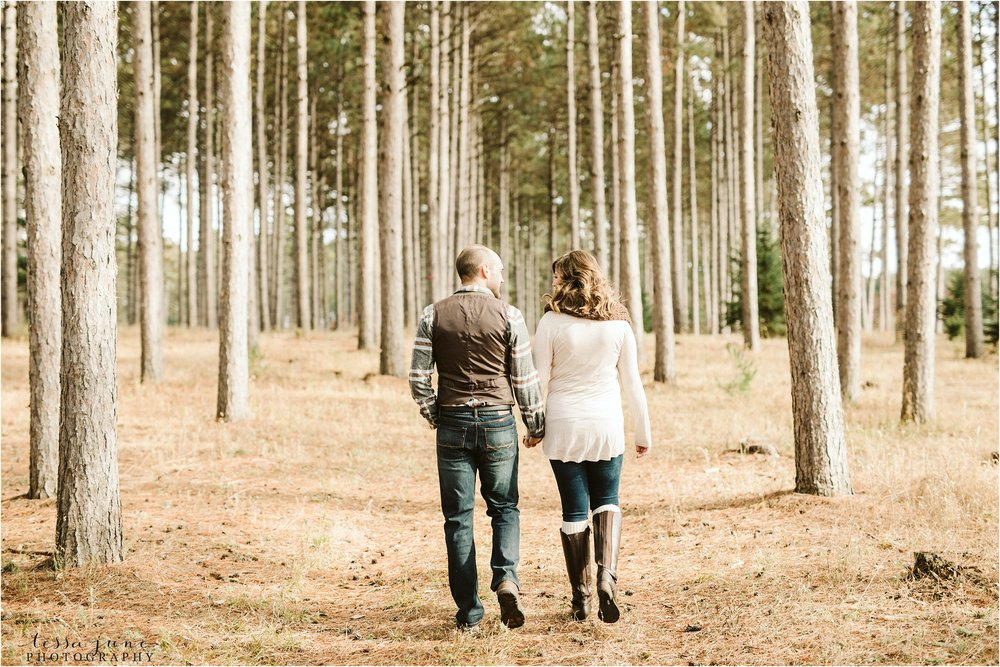 hansen-tree-farm-engagement-session-st-cloud-photographer-19.jpg