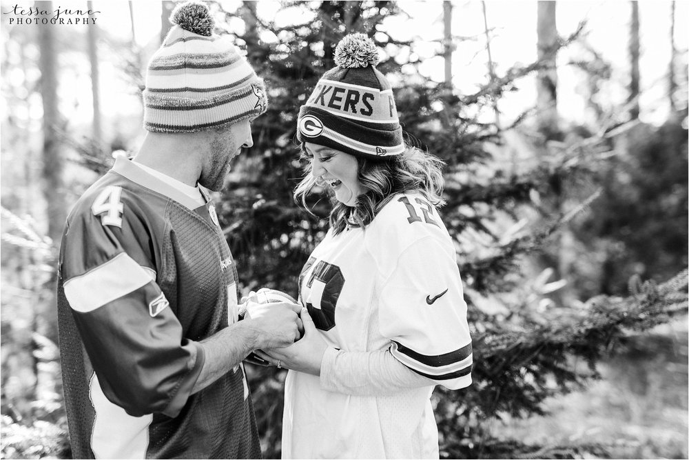 hansen-tree-farm-engagement-session-st-cloud-photographer-vikings-packers