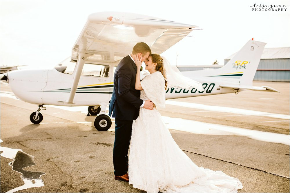 winter-wedding-in-eden-prairie-barn-minnesota-airplane-104.jpg