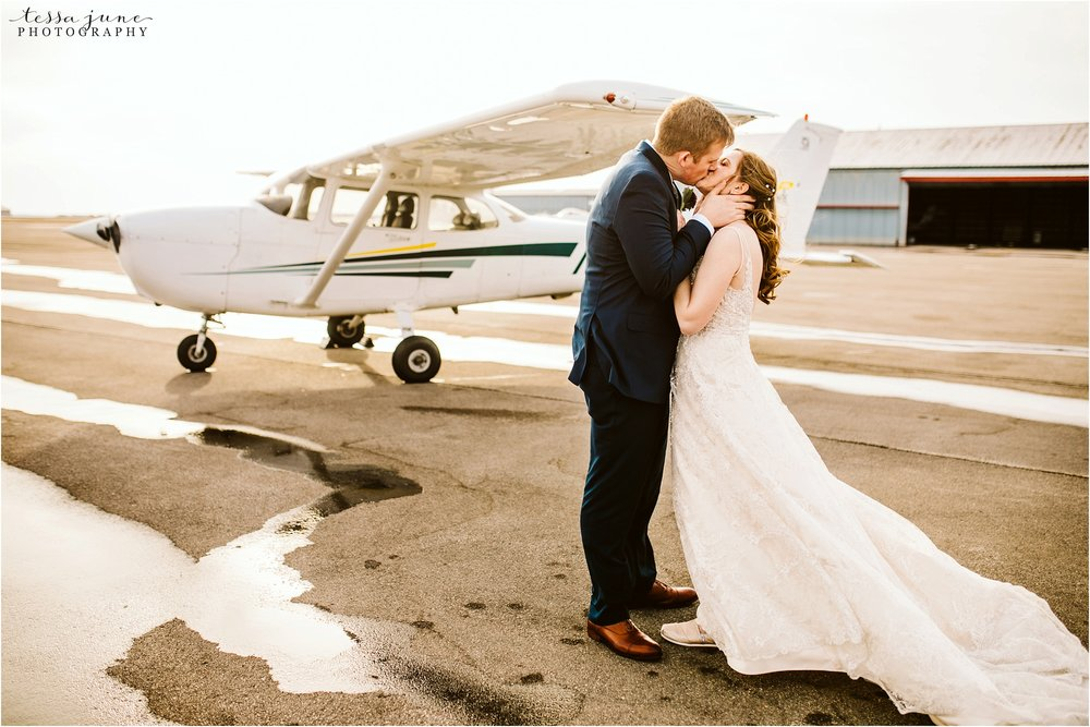winter-wedding-in-eden-prairie-barn-minnesota-airplane-113.jpg