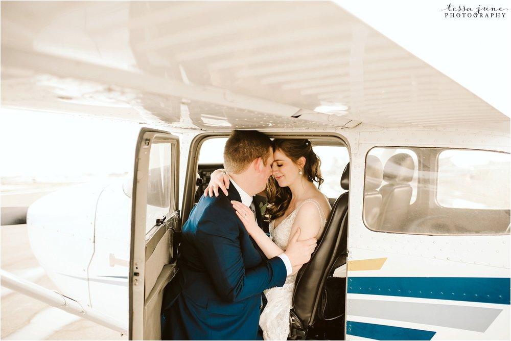 winter-wedding-in-eden-prairie-barn-minnesota-airplane-119.jpg