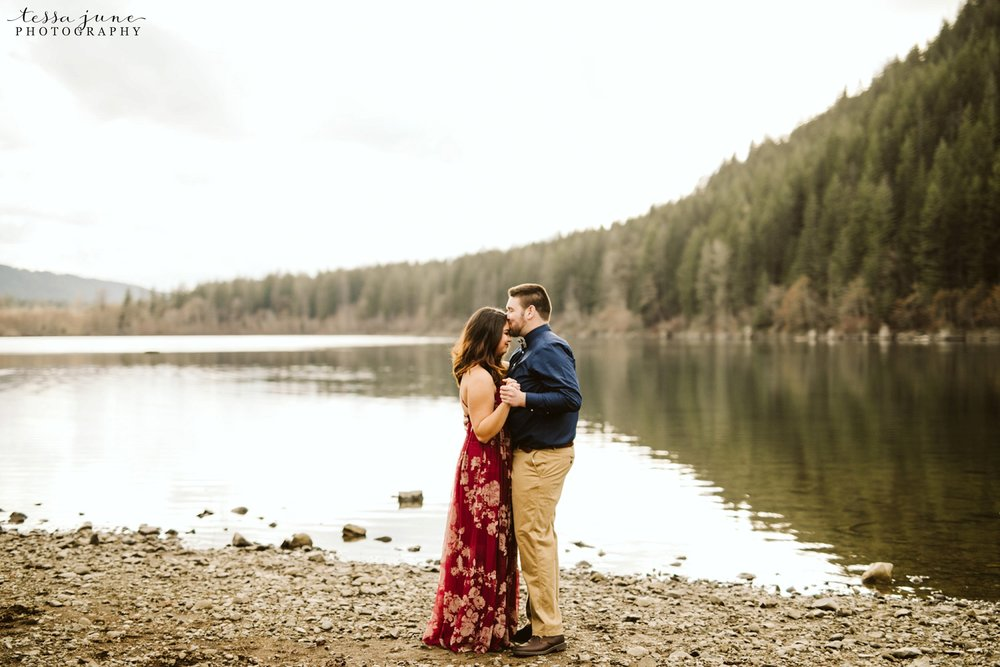 rattlesnake-lake-seattle-engagement-destination-photographer-18.jpg