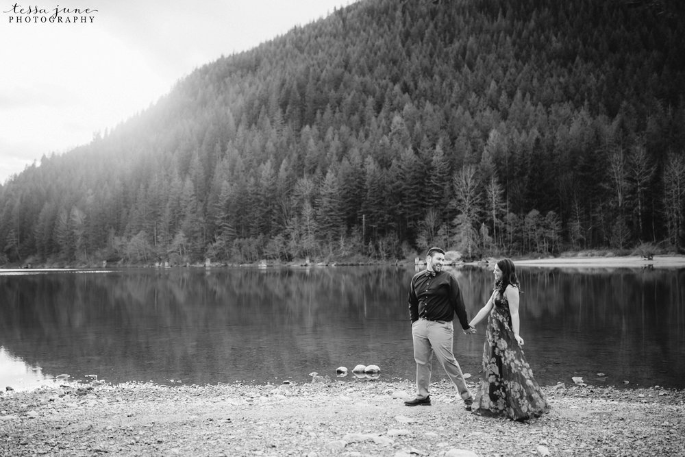 rattlesnake-lake-seattle-engagement-destination-photographer-37.jpg