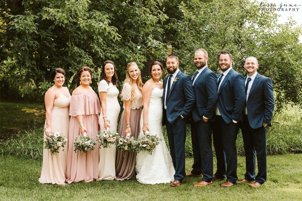 gathered-oaks-barn-wedding-alexandria-minnesota-3.jpg