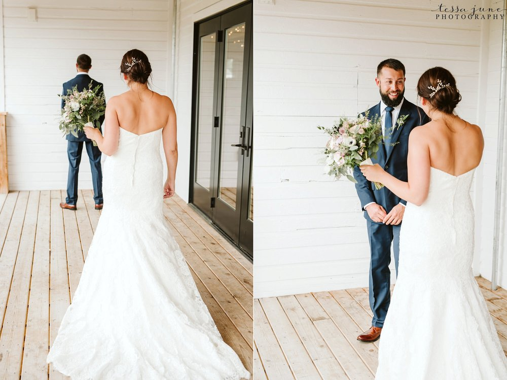 gathered-oaks-barn-wedding-alexandria-minnesota-22.jpg