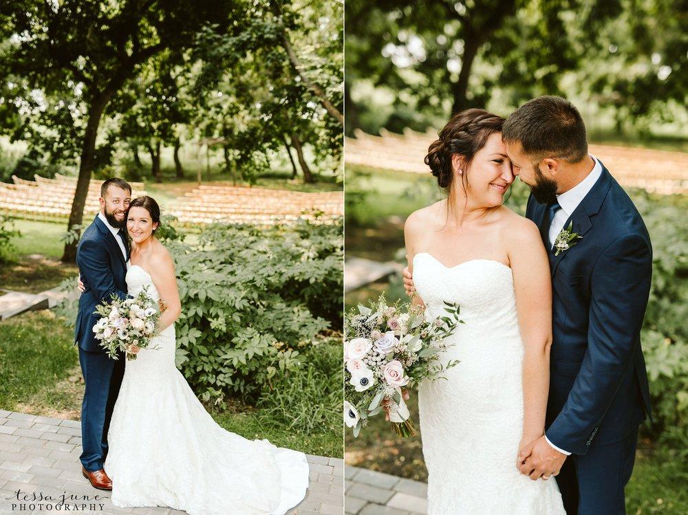 gathered-oaks-barn-wedding-alexandria-minnesota-37.jpg
