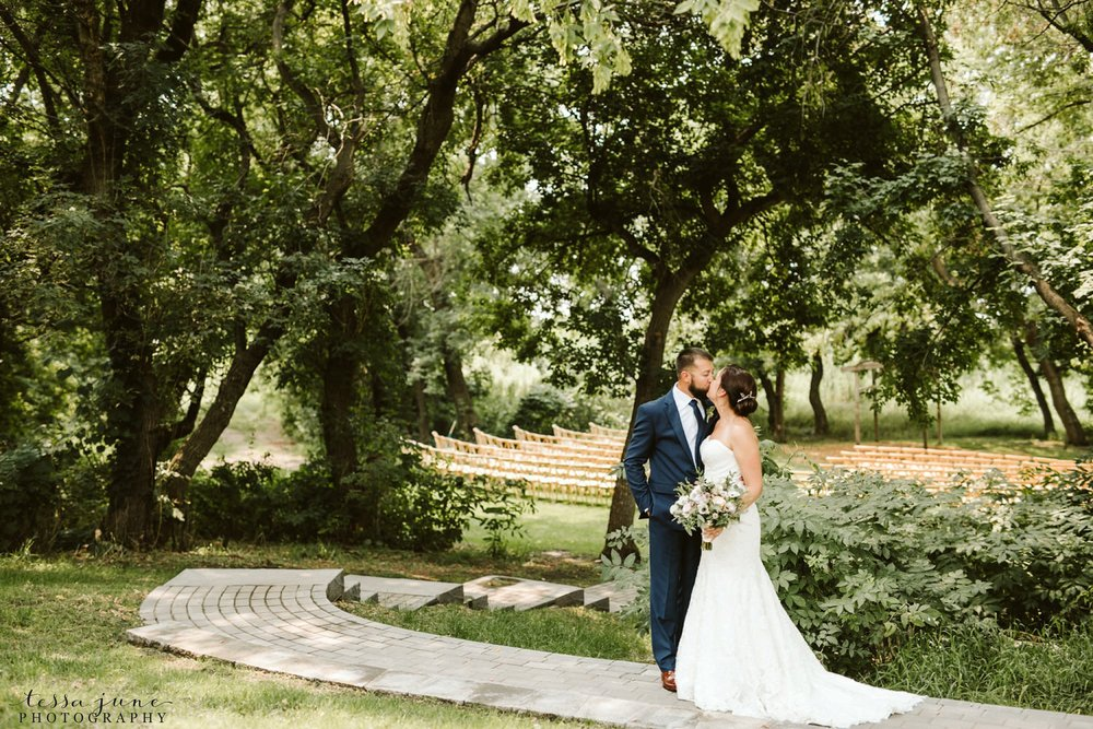 gathered-oaks-barn-wedding-alexandria-minnesota-40.jpg