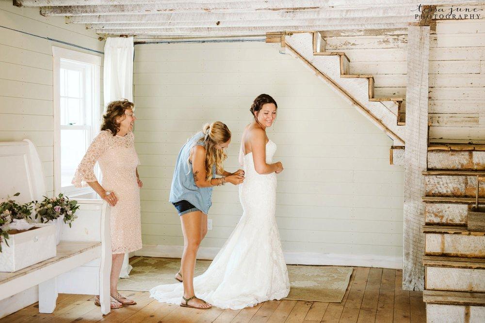 gathered-oaks-barn-wedding-alexandria-minnesota-106.jpg