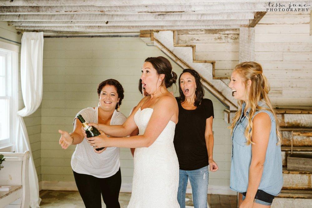 gathered-oaks-barn-wedding-alexandria-minnesota-111.jpg