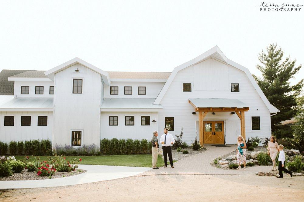 gathered-oaks-barn-wedding-alexandria-minnesota-152.jpg