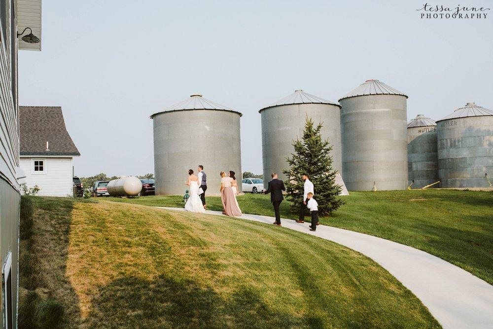 gathered-oaks-barn-wedding-alexandria-minnesota-165.jpg