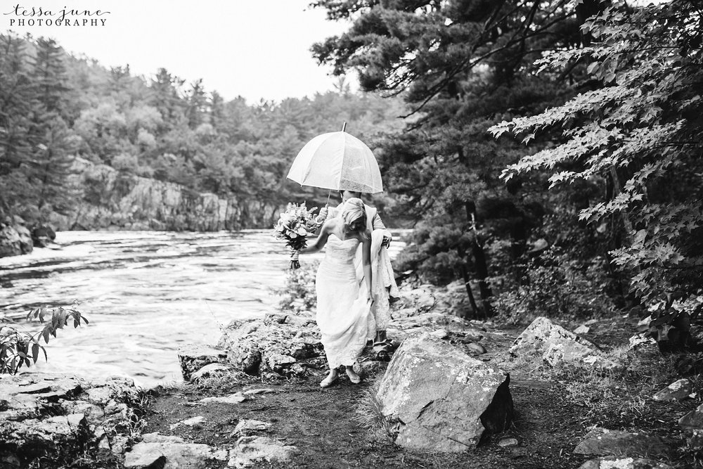 taylors-falls-rainy-elopement-wedding-interstate-state-park-5.jpg