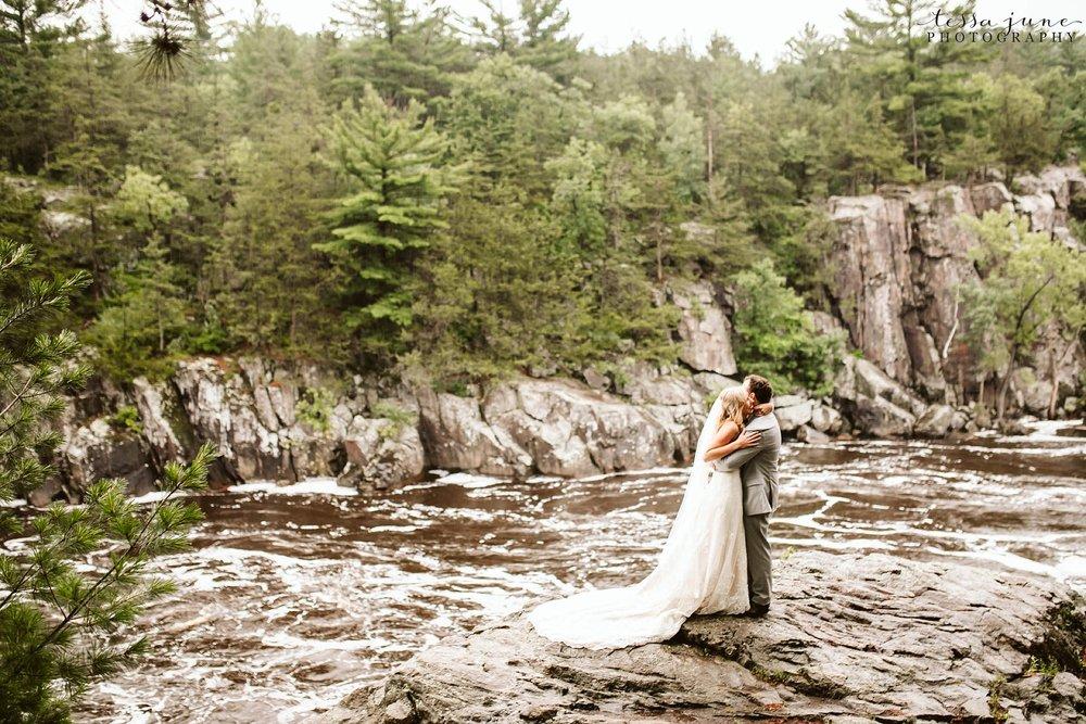 taylors-falls-rainy-elopement-wedding-interstate-state-park-11.jpg