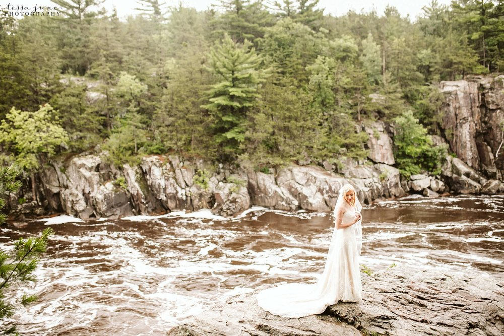 taylors-falls-rainy-elopement-wedding-interstate-state-park-12.jpg