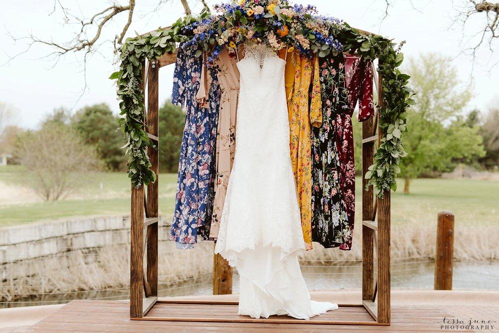 The-grands-at-mulligans-wedding-sartell-minnesota-spring-floral-spring-garden-wedding-29.jpg